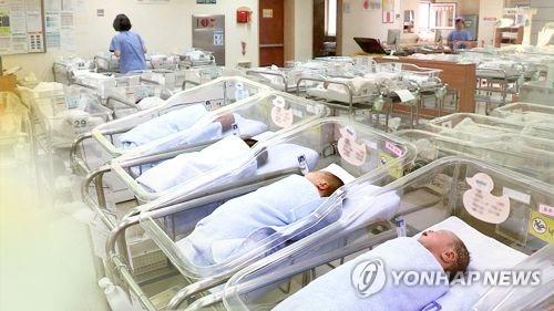 작년 출생아 기대수명은 82.7년…증가세 처음으로 멈췄다