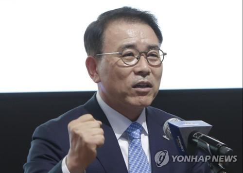 조용병 신한금융 회장 사실상 연임…차기 회장 후보로 선정