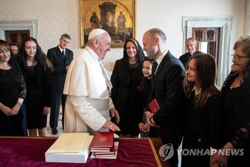교황 '탐사기자 피살 사건'에 사임 발표 몰타 총리 비공개 면담