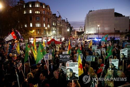 '트럼프 올 때마다'…런던서 또 반대 시위 열려