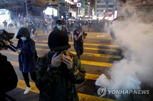 지구촌 성탄절 축하 물결…최루탄·자연재해 얼룩진 곳도(종합)