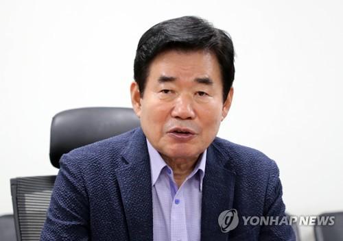靑, 차기총리로 정세균 검증 착수…李총리 유임설도 부상