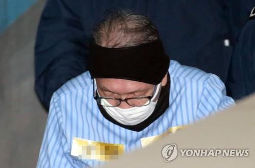 김기춘 전 비서실장, 재수감 425일 만에 석방(종합)