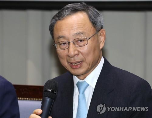 '경영고문 부정위촉' KT 황창규 회장 기소의견 검찰 송치