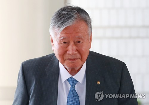 """부영 이중근 2심서 징역12년 구형…""""특혜 안돼"""" vs """"기회 달라"""""""
