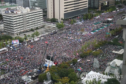 '개천절 불법 시위' 탈북민 단체 활동가 2명, 1심 집행유예