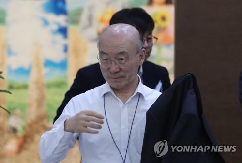 백원우 전 靑비서관, 檢수사관 빈소 조문…유족 '눈물바다'