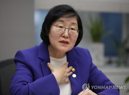 """김영란 만난 이정옥 """"디지털성범죄도 양형기준 마련해야"""""""