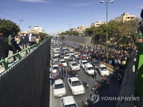 """앰네스티 """"이란시위 최소 208명 숨져""""…당국, 발포 사망 첫 확인(종합)"""