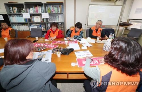 톨게이트 노동자들, 민주당 의원 7명 사무실 추가로 점거