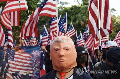 """인민일보 """"미국 홍콩 문제 간섭 지속땐 대응 수위 높일 것"""""""