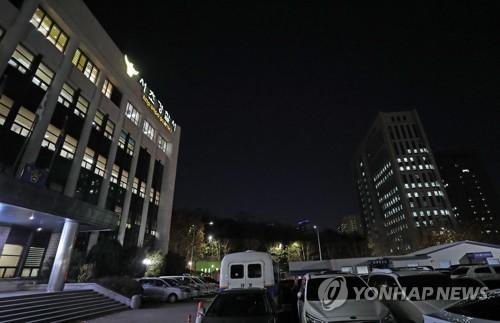 """숨진 수사관 휴대폰 놓고 검·경 대치…警 """"돌려달라"""" 압수영장"""