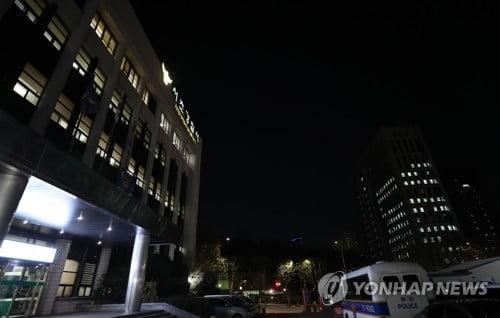 """검찰, 사망 수사관 휴대전화 압수…경찰 """"포렌식 참여 요청"""""""