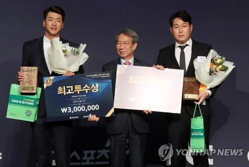 '미러클 두산' 김태형 감독, 조아제약 프로야구 대상
