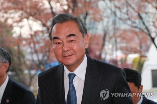 """왕이, 시진핑 내년 초 방한 질문에 """"채널 통해 계속 논의"""""""