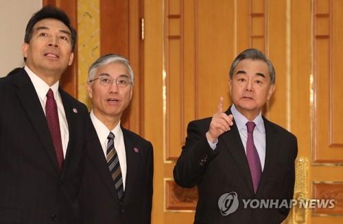 中왕이, 방한서 美겨냥 '일방주의' 작심 비판…한국엔 러브콜