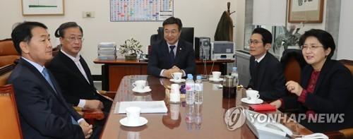 임시국회로 넘어간 선거제·검찰개혁 법안…'강대강' 충돌 예고