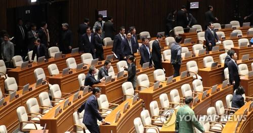 국회 본회의 개의 지연…민식이법 등 상정 예정