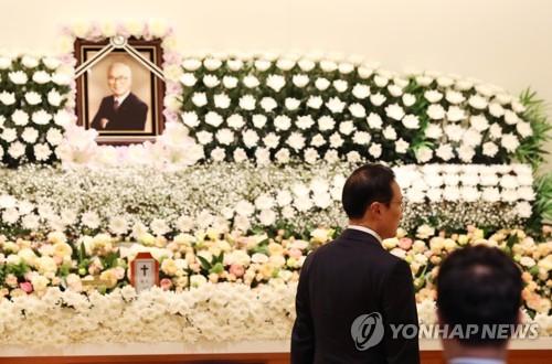 """""""재계 큰 인물 가셔 안타까워""""…김우중 빈소 이틀째 조문행렬"""