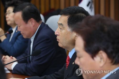 """한국당 """"사법부, 청와대와 혼연일체""""…曺영장 기각 '십자포화'"""