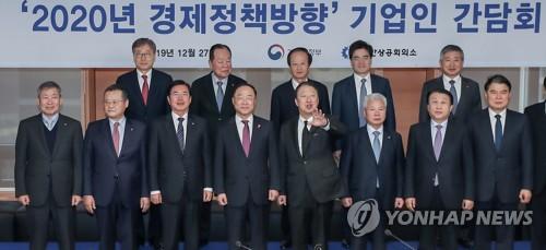 """홍남기 만난 기업대표들 """"R&D 세액공제 요건 완화해달라"""""""