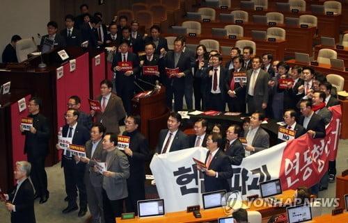 국회 본회의 개의…한국당 반발 속 선거법 곧 표결