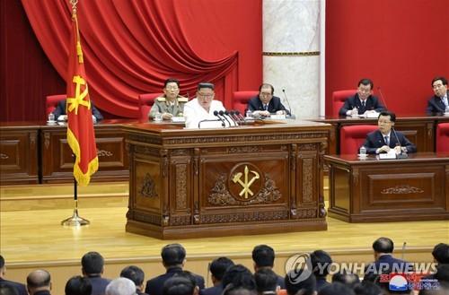 """北김정은 """"안전보장 위한 공세적 조치""""…전원회의 이틀째 진행"""