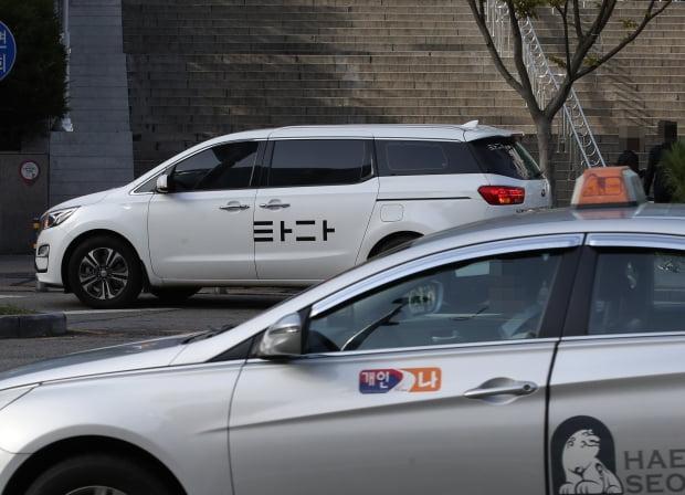 서울 시내 거리에 차량호출 서비스 '타다'차량과 택시가 거리를 달리고 있다. /사진=연합뉴스