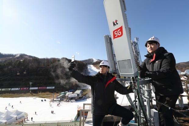 KT가 전국 스키장에 5G망을 구축하고 있는 모습(사진=KT)