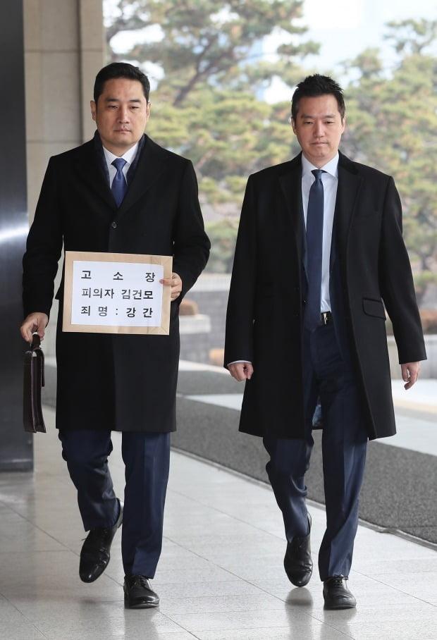 고소장 제출하러 온 강용석-김세의 (사진=연합뉴스)