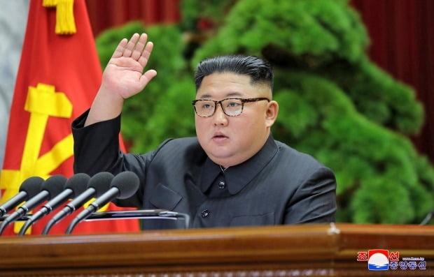 김정은 북한 국무위원장이 새해 대외행보를 멈췄다. 미국과의 긴장 고조가 영향을 줬다는 분석도 나온다. 사진=연합뉴스