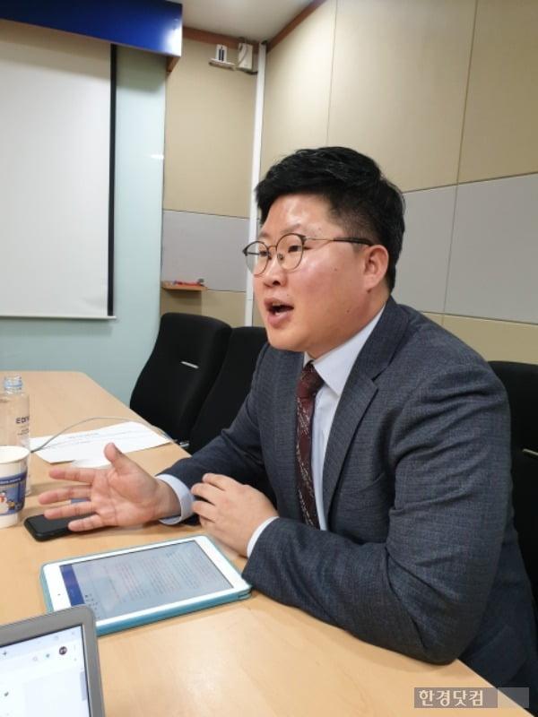 왕복근 정의당 서울시당 부위원장이 정치 현안과 청년 정치의 미래에 대해 이야기 하고 있다. /사진=조준혁 한경닷컴 기자