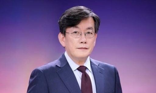 손석희 JTBC 사장(64)이 프리랜서 기자 김웅 씨(50)를 폭행한 혐의로 약식 재판에 넘겨졌다./사진=JTBC