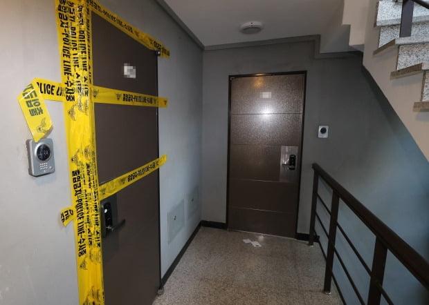 지난해 11월 3일 서울 성북구 한 다세대 주택에서 70대 노모와 40대 딸 3명 등 일가족 4명이 숨진 채 발견됐다. 이들은 거액의 빚에 시달려 극단적 선택을 한 것으로 알려졌다.  /연합뉴스