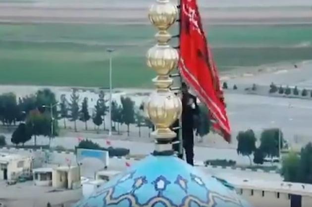 이란 국영방송에 방영된 적기 게양 모습. 유튜브 캡쳐