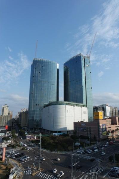롯데관광개발이 3월 준공을 목표로 짓고있는 제주 드림타워 복합리조트