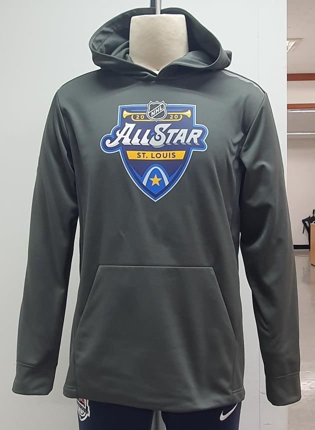 국동이 파나틱스에 공급하는 의류. 북미아이스하키리그(NHL)의 세인트루이스 블루스의 로고가 새겨져있다. (사진 = 국동)