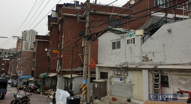 주민 주도로 정비구역 지정을 진행 중인 마포구 아현동 699 일대(가칭 아현1구역). 전형진 기자