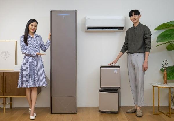 15일 '삼성전자 서울 R&D 센터'에서 삼성전자 모델들이 2020년형 '무풍에어컨'과 공기청정기 '무풍큐브'를 소개하고있다/사진제공=삼성전자