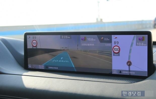 제네시스 GV80에 탑재된 14.5인치 디스플레이와 증강현실(AR) 내비게이션. 사진=오세성 한경닷컴 기자
