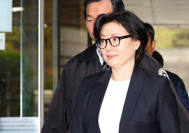 고(故) 신격호 명예회장과 '사실혼' 관계인 서미경 씨가 검찰에 출석했을 당시 모습. (사진=연합뉴스)