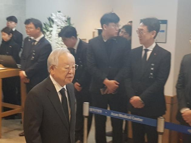 손경식 CJ그룹 회장이 20일 오전 신격호 명예회장의 빈소를 찾아 조문했다. (사진 = 이미경 기자)