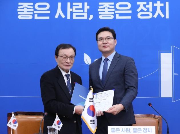 총선 인재 영입전 확대…민주당 '방산전문가' vs 한국당 '외교안보 전문가'