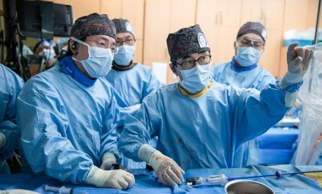 줄기세포 치료도 의료기기 개발도…정부 위원회 '몽니'에 좌절