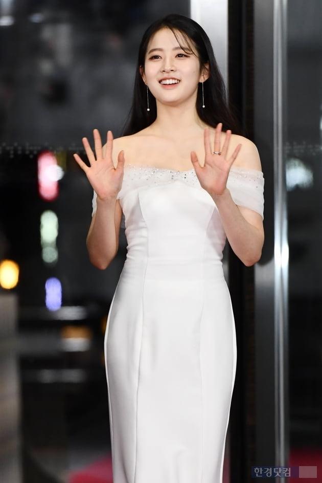 [포토] 박시은, '사랑스러운 손인사~' (2019 SBS 연기대상)
