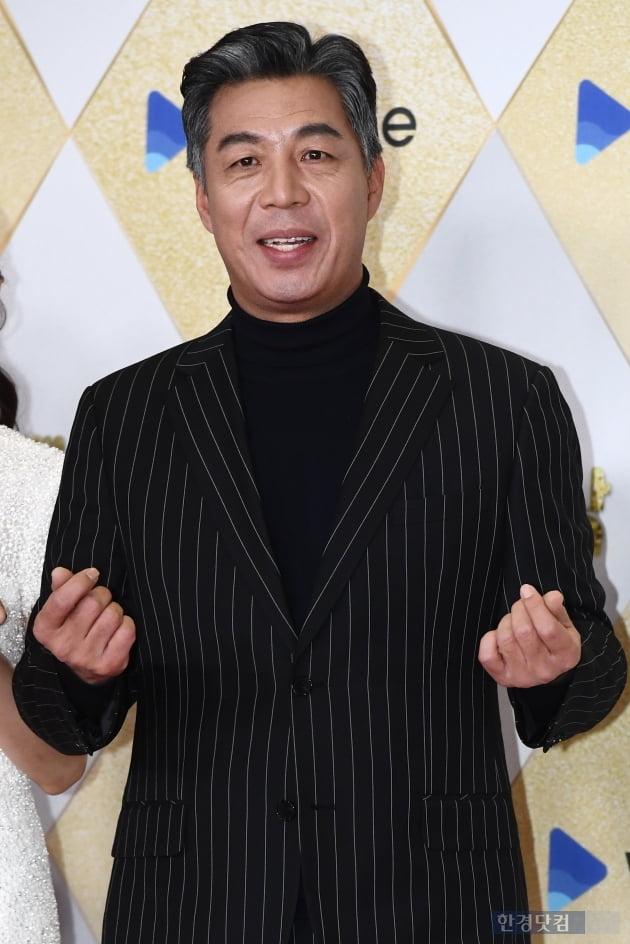 [포토] 안길강, '하트도 카리스마 넘치게~' (2019 SBS 연기대상)