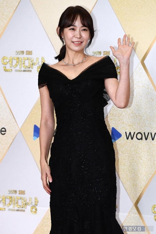 [포토] 심이영, '사랑스러운 손인사~' (2019 SBS 연기대상)