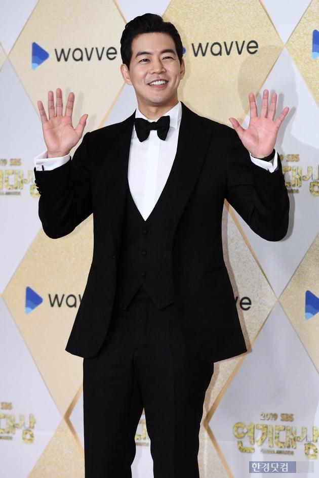 [포토] 이상윤, '부드러운 미소~' (2019 SBS 연기대상)
