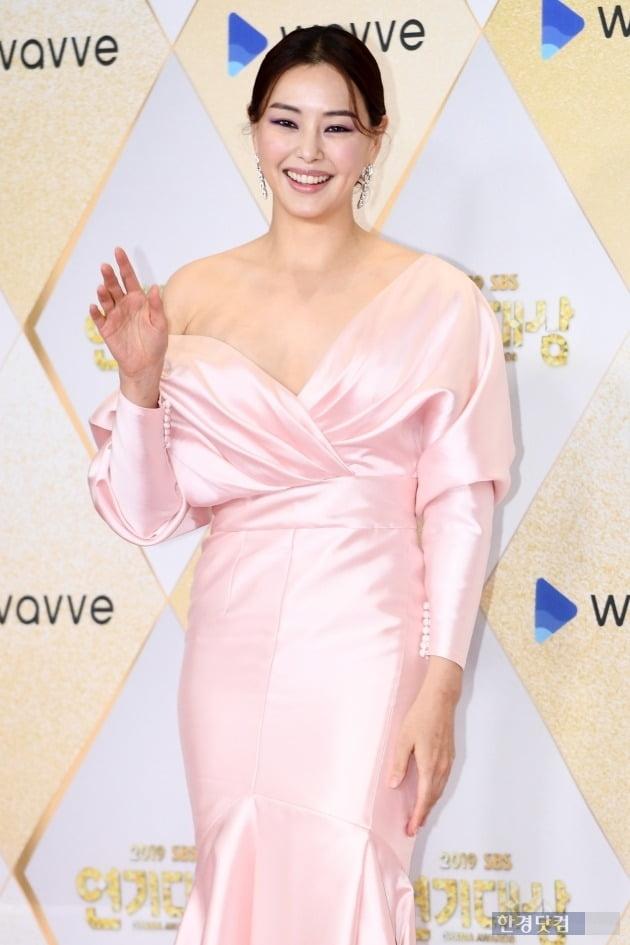 [포토] 이하늬, '아름다운 모습에 시선강탈' (2019 SBS 연기대상)