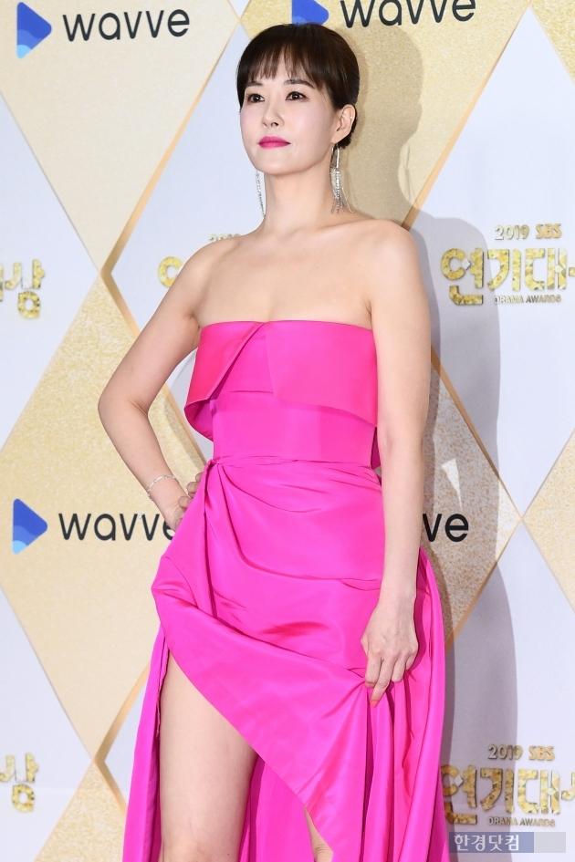 [포토] 김선아, '튜브톱 드레스로 우아하게~' (2019 SBS 연기대상)
